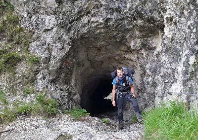 Pri iztopu iz tunela na poti proti Klemenči jami