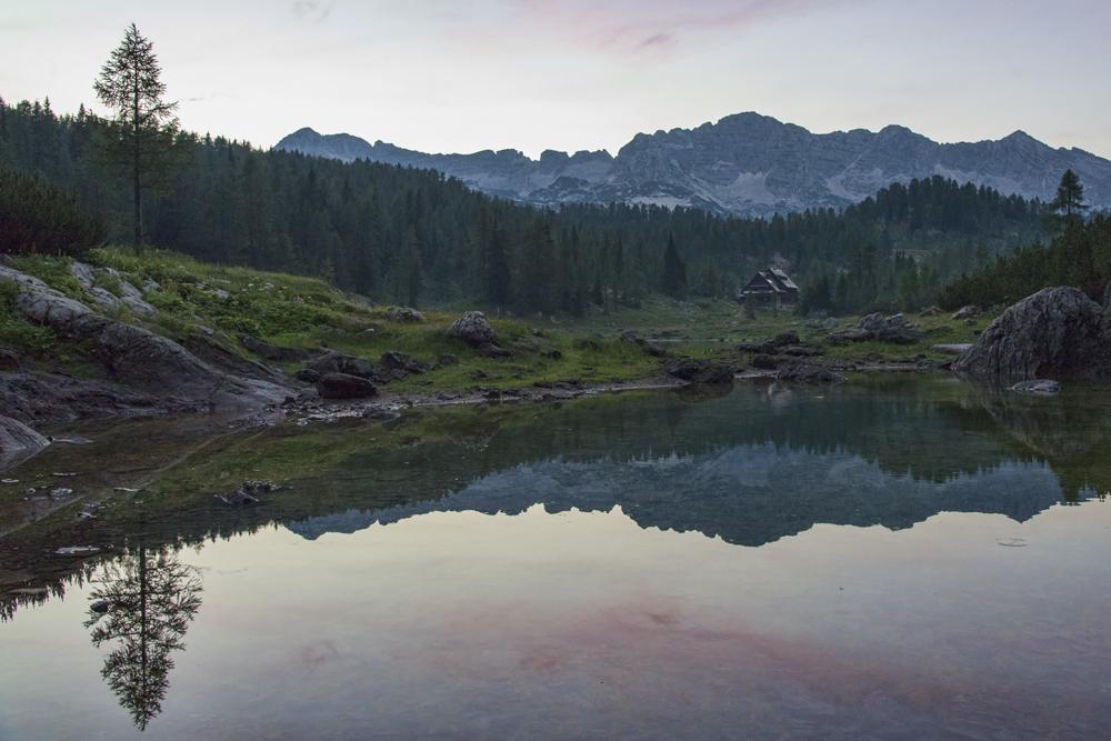 Drugo jezero in koča pri Triglavskih jezerih