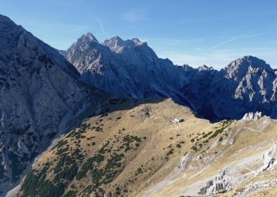 Kamniško sedlo z Brano, Tursko goro, Skuto, Rinkami in Mrzlo goro v ozadju