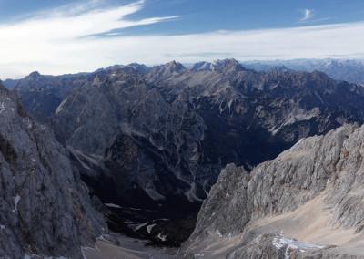 Pogled proti zahodu in dolini Krnice