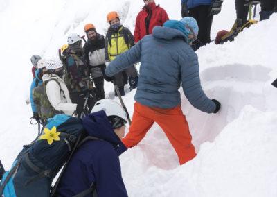 Prerez snežne odeje in preverjanje trdnosti