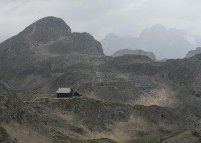 Stanič, Begunjski vrh in v ozadju silhueta Škrlatice