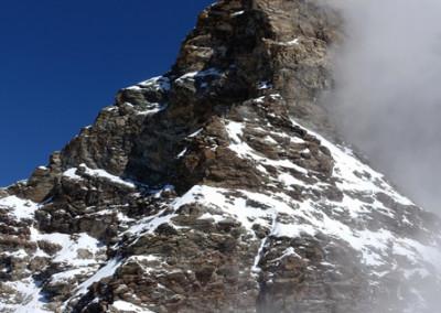 Tam gor se skriva naš vrh