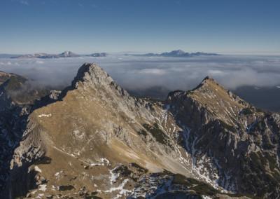 Pogled na prehojeno pot.. iz desne proti levi po celotnem grebenu