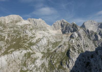 Odpre se nam čudovit razgled na Pihavec, Gamsovec, Stenar...
