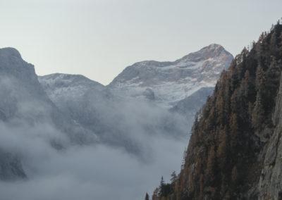 Pogled na Triglav, katerega bo kmalu pobožal sonček