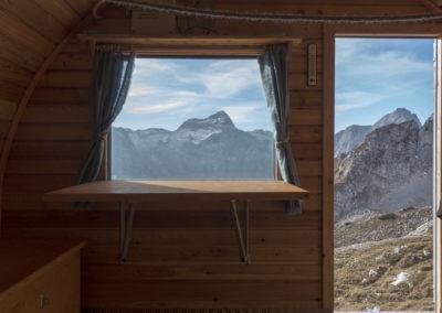 Pogled čez okno I.