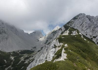 Nekje tam vzadaj se skriva naš vrh