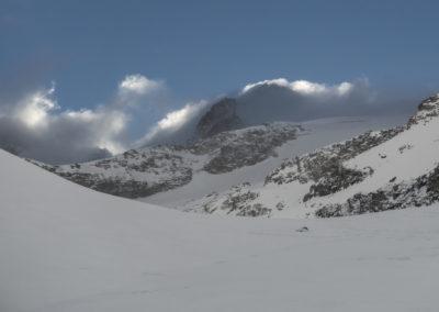 Po dolini proti vrhu