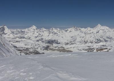 Pogled na Matterhorn, Dent Blanche in čisto desno Weisshorn